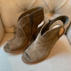 Like New Vince Booties